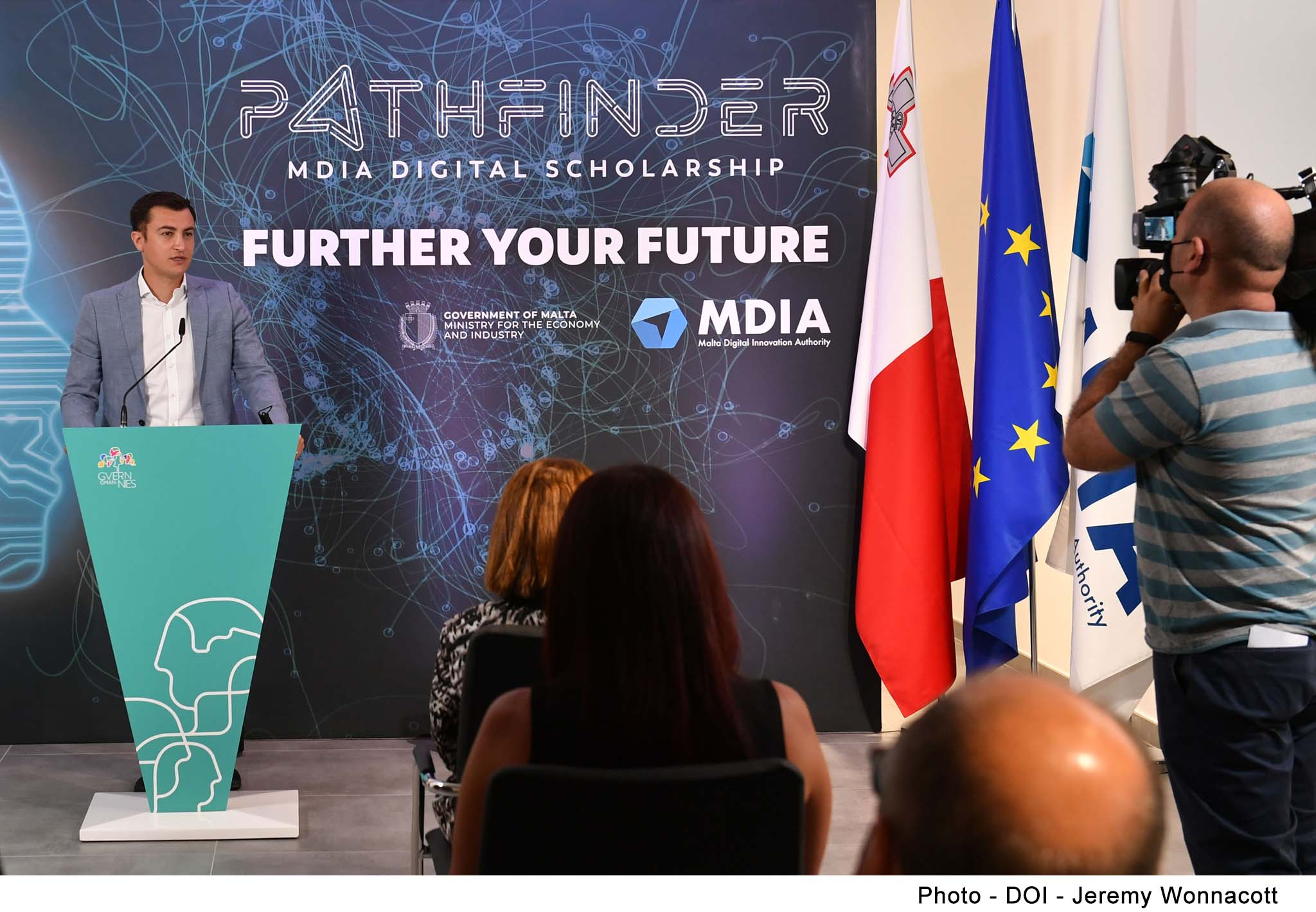 STQARRIJA MILLL-MINISTERU GĦALL-EKONOMIJA U L-INDUSTRIJA   €100,000 fi scholarships għal studji fl-Intelliġenza Artifiċjali f'livell ta' Masters jew ta' Dottorat
